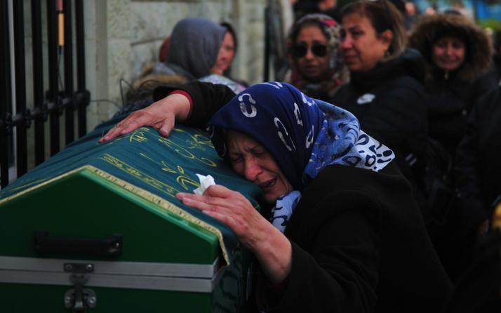 Eski kocası satırla doğradı! Cenazesi kadınların omzunda böyle taşındı