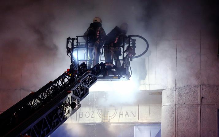 Güngören'de alev alev yanan tekstil atölyesinde 1'i ağır 5 kişi yaralandı