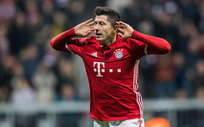 """Bundesliga'da """"ilk yarının en iyi futbolcusu"""" Lewandowski"""