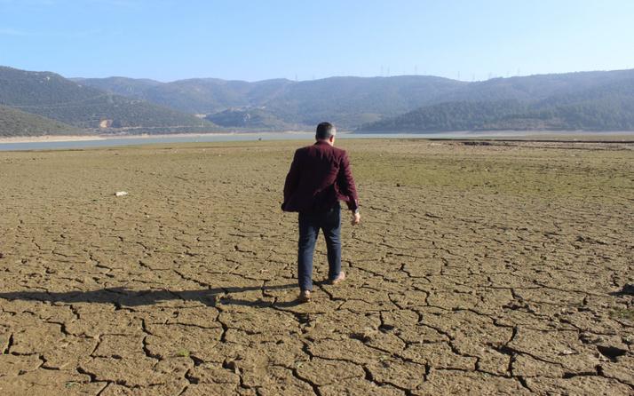 Bursa'da vatandaşlar kuruyan gölü fırsata çevirdi! Geçim kaynakları oldu