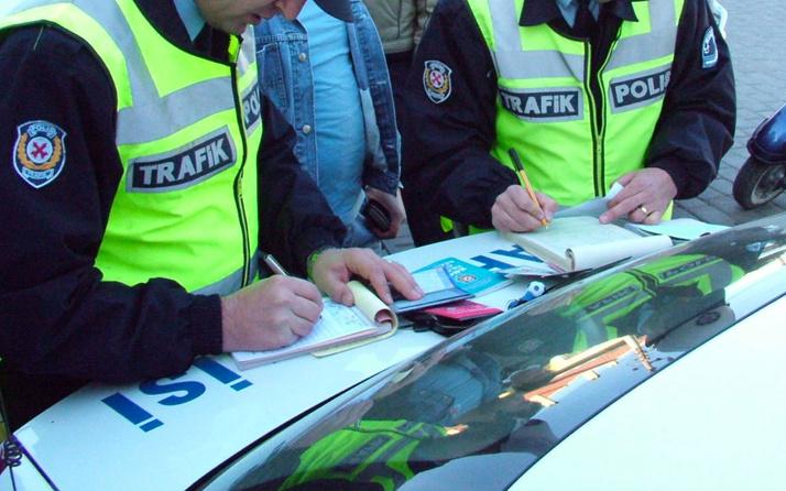 2020'de trafik cezaları tuzlandı! Zam sonrası hangi ihlale kaç para ceza kesilecek?