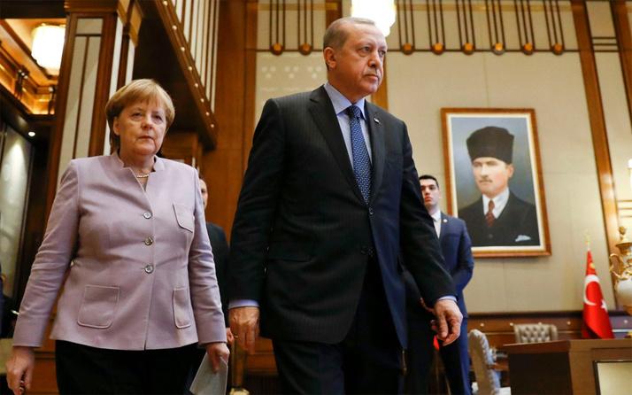Erdoğan ve Merkel telefonla görüştü