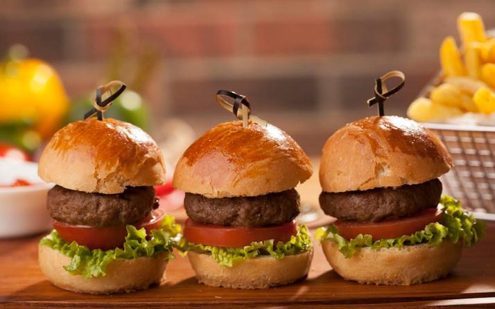 Ev yapımı burger tarifi çocuklar bayılacak!