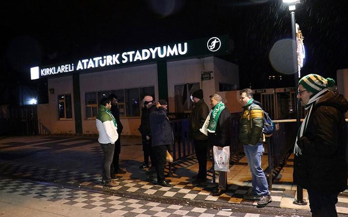Kırklarelispor taraftarları stat önünde sabahladı