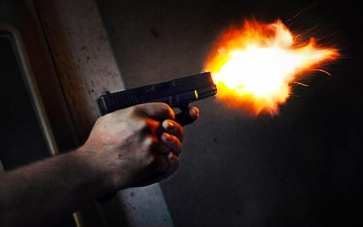 İzmir'de kahvehaneye silahlı saldırı: 2 ağır yaralı