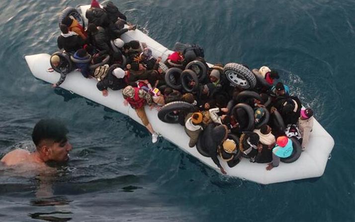 Midilli yakınlarında 48 kişilik sığınmacı teknesi alabora oldu! Bir çocuk öldü