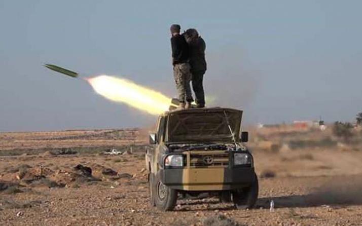 Darbeci Hafter'in fırlattığı füzeler iki yolcu uçağını vurdu