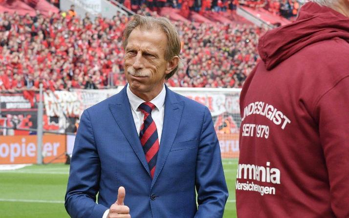 Daum Fenerbahçe'yle el sıkıştı hoca arıyor