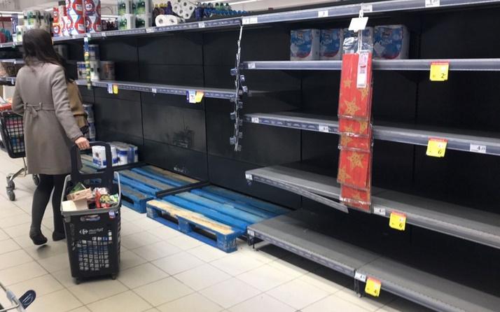 İspanya'da coronavirüs paniği halk marketlerde rafları boşalttı