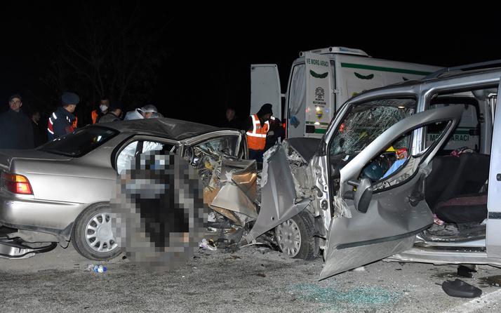Konya'da iki araç kafa kafaya çarpıştı sürücüler ve eşleri öldü