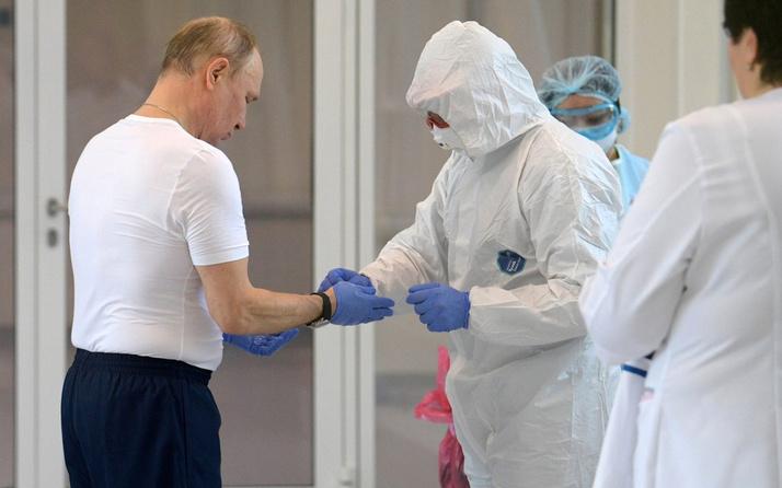 Putin'in hastane ziyaretinde tokalaştığı başhekim koronavirüse yakalandı