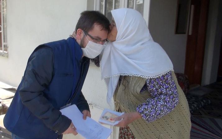 BURDUR'da yaşlı kadın maaşını getiren görevliyi alnından öptü