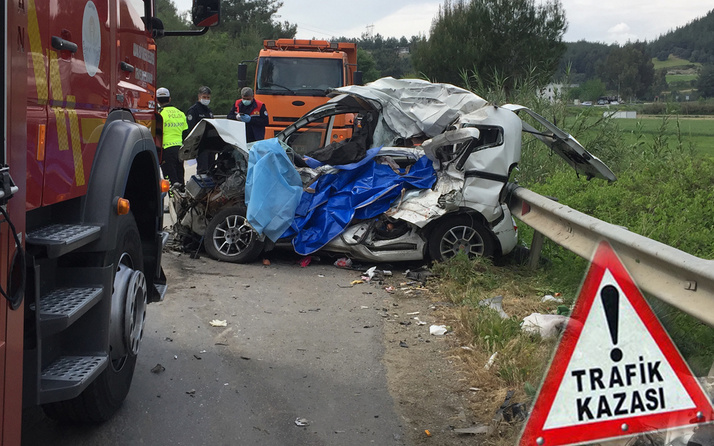 Adana'daki trafik kazasında baba ve oğlu ölüme birlikte yürüdü