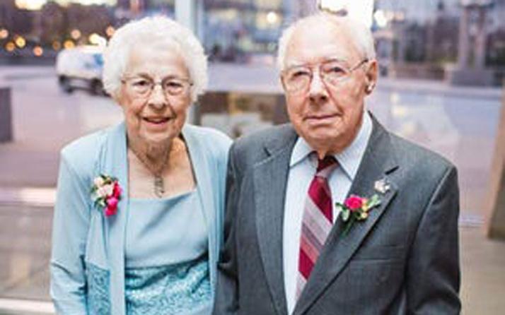 ABD'de koronavirüs 73 yıllık evli çifti 6 saat arayla ayırdı