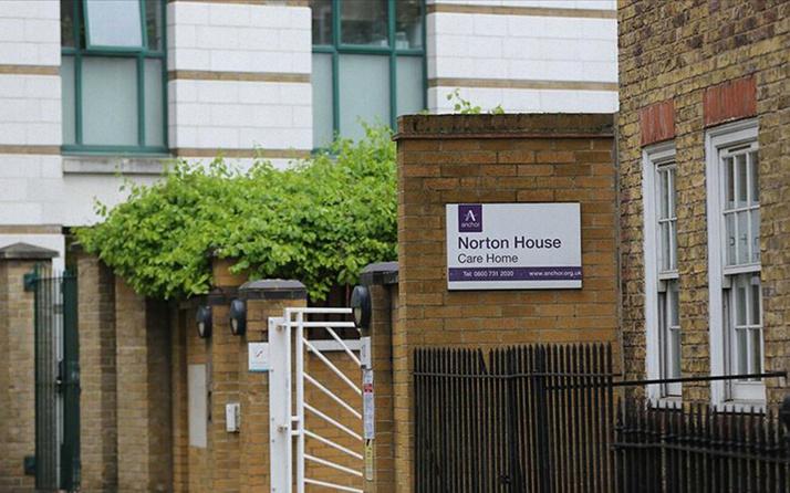 İngiltere'de bakımevi işletmecileri koronavirüs ölümlerinden dolayı hükumeti suçladı