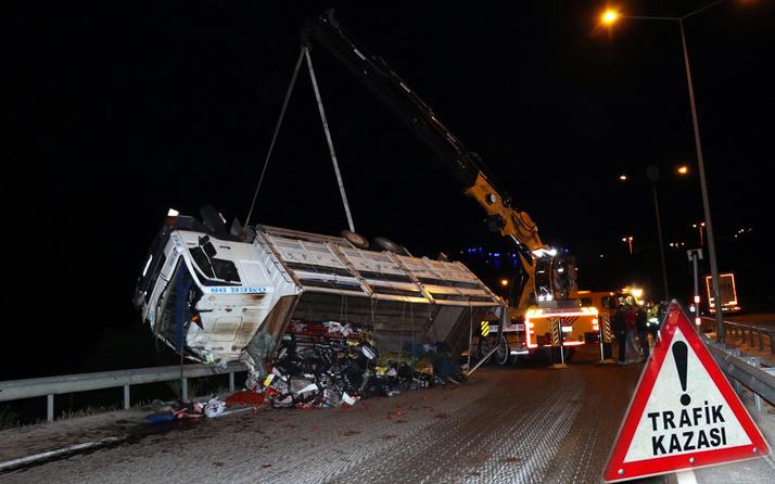Antalya'da sebze yüklü kamyonet devrildi: 3 yaralı