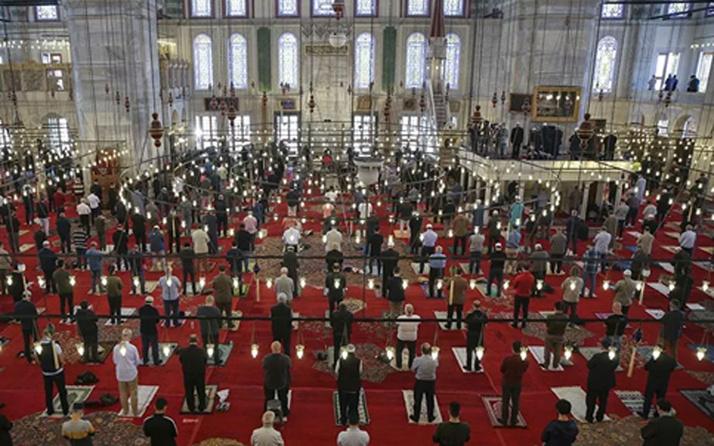 Cemaatle 5 vakit namaz ne zaman başlayacak? İstanbul Müftüsü Maşalı açıkladı