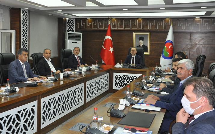 Bakan Karaismailoğlu Şırnak'ta STK temsilcileri ile bir araya geldi