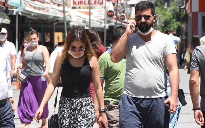 İzmir'de maske takmayanlar 'yok artık' dedirtti: Neden takmadığımı bilmiyorum