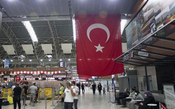 Sabiha Gökçen Havalimanı Türk bayrakları ile donatıldı