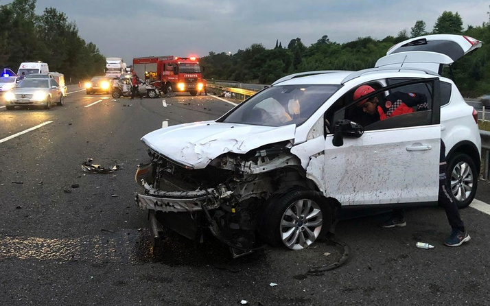 Sakarya'da zincirleme trafik kazası: 2 ölü 5 yaralı