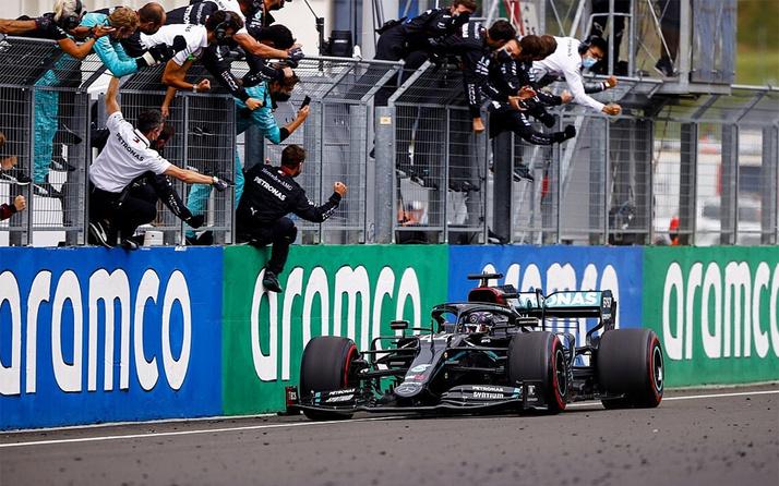 Formula 1'de Hamilton'dan üst üste ikinci zafer