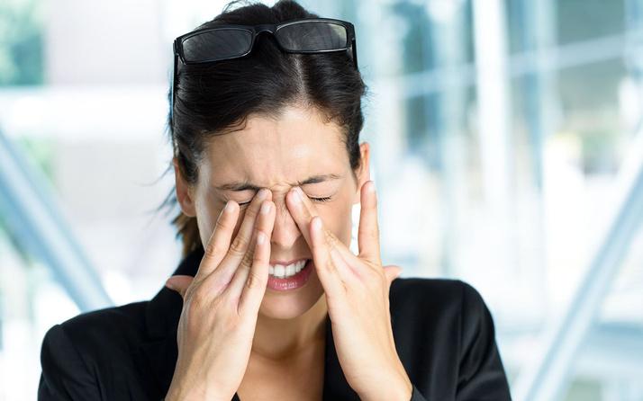 Dikkat! Sürekli göz ovalamak bu hastalığa yol açıyor