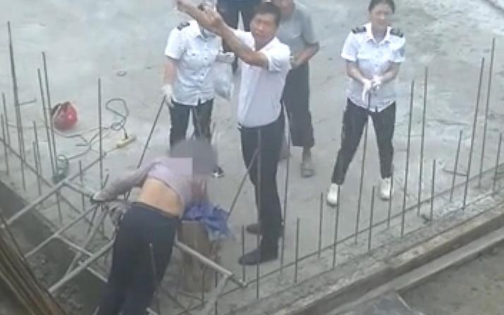 Çin'de boynuna ve göğsüne çelik çubuk saplanan inşaat işçisi böyle kurtarıldı