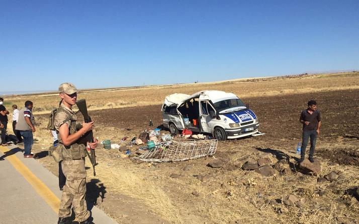 Şanlıurfa'da tarım işçilerini taşıyan minibüs devrildi: 20 yaralı var