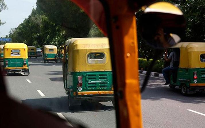 Slogan atmayı reddeden Müslüman şoföre eziyet edildi