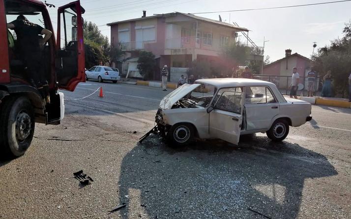 Antalya'da midibüs ile otomobil çarpıştı: 1 ölü, 1 yaralı