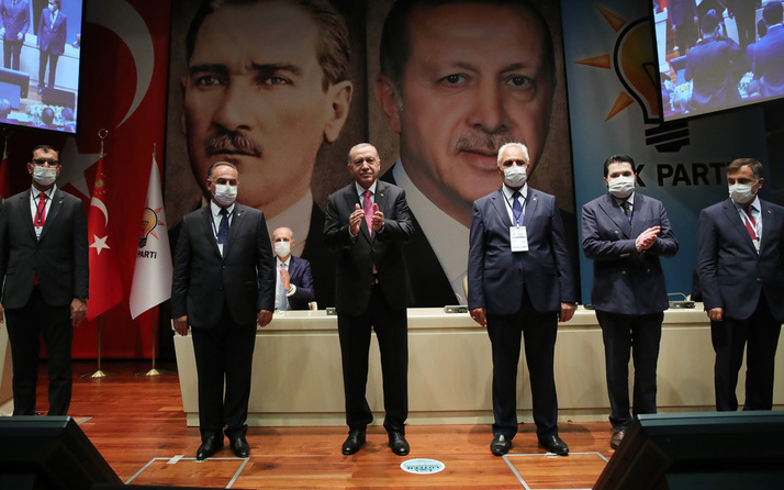 Dört ilden 8 belediye başkanı daha AK Parti'ye katıldı