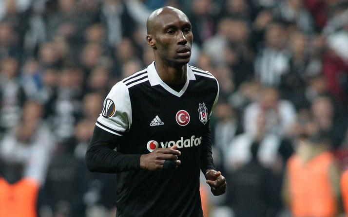 Beşiktaş deneyimli futbolcusu Atiba Hutchinson ile nikah tazeledi