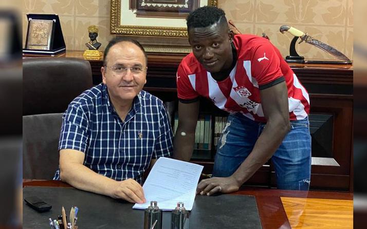 Sivasspor Casimir Ninga'ya imzalattı