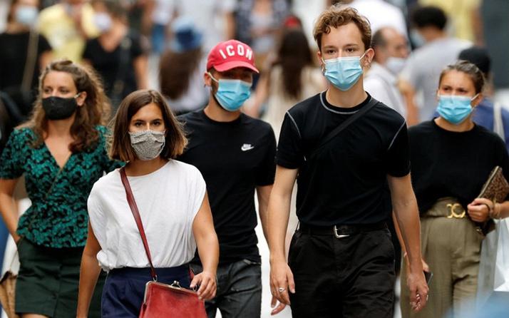 Fransa'dan koronavirüs tedbirlerine sıklaştırma: Açık alanda yemek ve sigara yasak