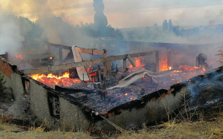 Yozgat'ta fabrika saatler içinde tamamen yanarak kül oldu
