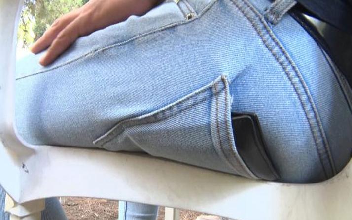 Uzmanı uyardı! Arka cepte taşınan cüzdan omurga eğriliğine yol açabilir