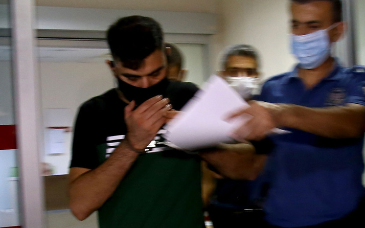 Korku dakikaları! Adana'da sevgilisini dövüp 9. kattaki balkondan sarkıttı