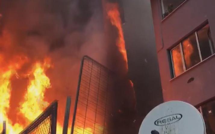 İstanbul'da korkutan yangın! 5 katlı bina alev alev yandı