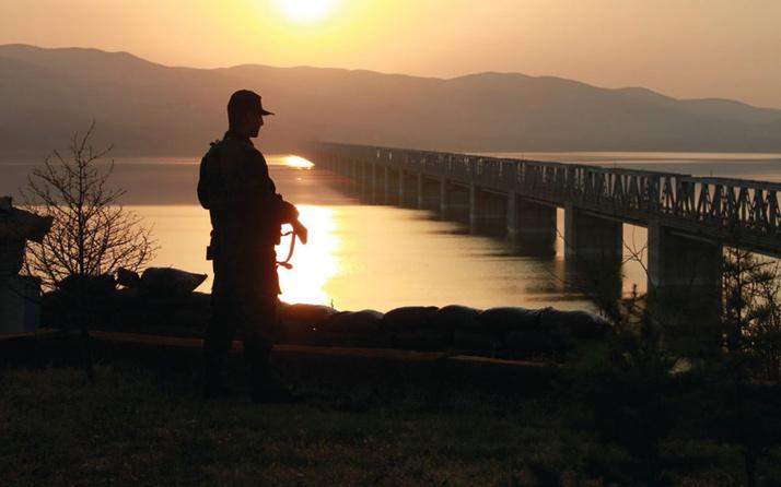 MSB açıkladı! Sınırdan Yunanistan'a geçmeye çalışan 12 kişi yakalandı