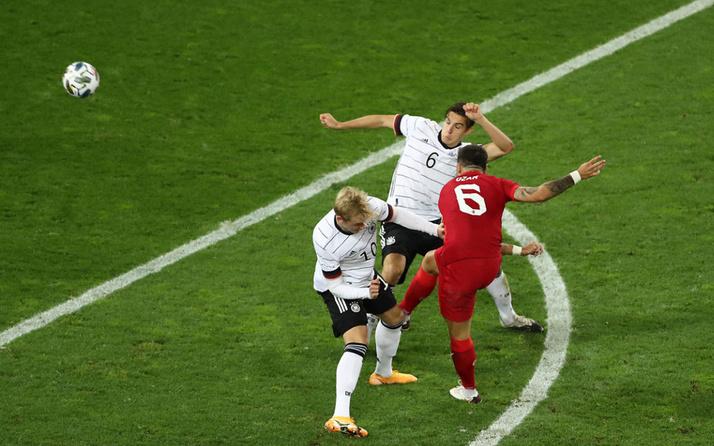 Ozan Tufan Almanya'ya jeneriklik gol attı capsler havada uçuştu