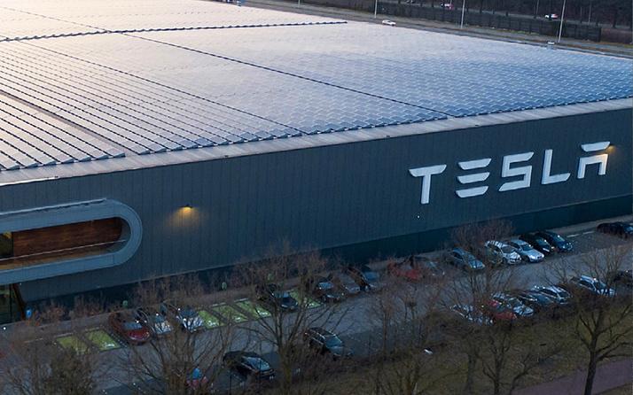 Almanya defalarca Tesla'yı uyardı ama dinlemediler! Sonunda erişim engellendi