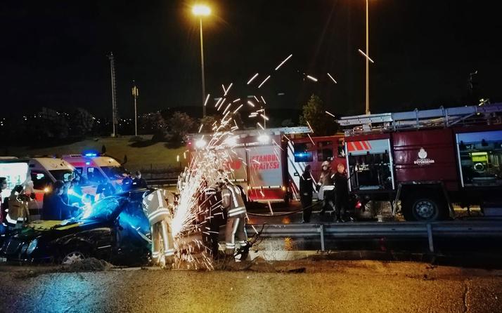 İki kişinin ayakları koptu! İstanbul'da lüks araç bariyere saplandı