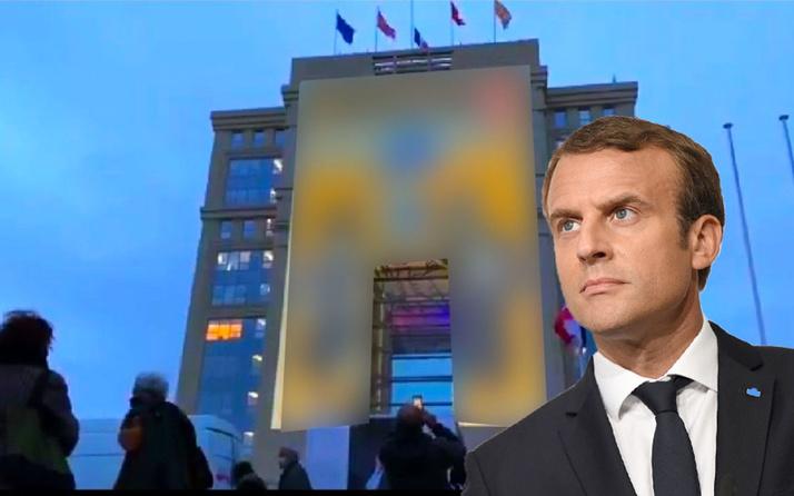 Fransa'da İslamofobi kurumsallaşıyor! Hz. Muhammed'e hakaret karikatürleri devlet binalarına yansıtıldı