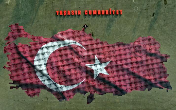Bursa'da 29 Ekim Cumhuriyet Bayramı'na özel 'Türk bayrağı' çalışması