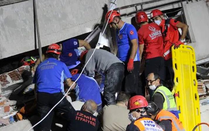 İzmir'de deprem enkazından anne ölü, oğlu yaralı çıktı