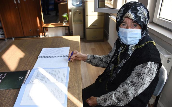 Sadakat nine 85 yaşında okuma yazma belgesi aldı