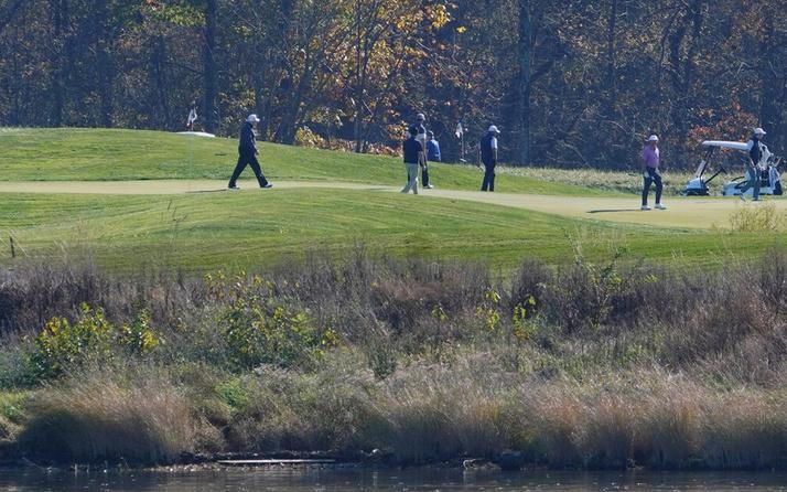 Seçimi kaybeden Trump golf oynadı