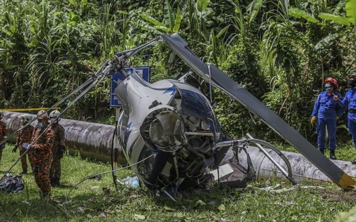 Malezya'da iki helikopter havada çarpıştı 2 kişi öldü 3 kişi yaralandı
