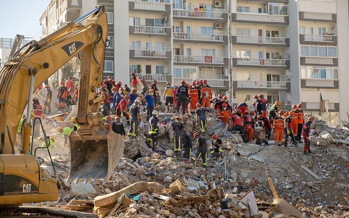 İzmir depreminde yıkılan her bina için ayrı ayrı enkaz toplama alanı